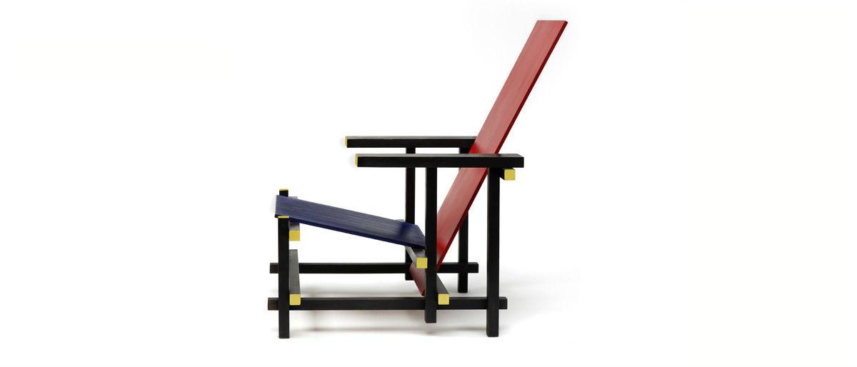 De rood met blauwe stoel