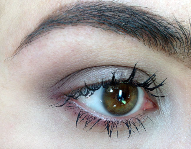 mascara_clumpy