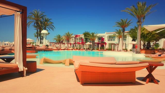resort-918952_640
