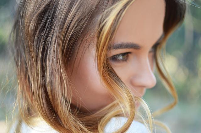 close-up-hair-1850662_640