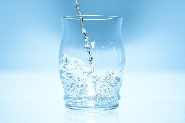 Deze vrouw dronk een maand lang water op de nuchtere maag en toen gebeurde er dit:
